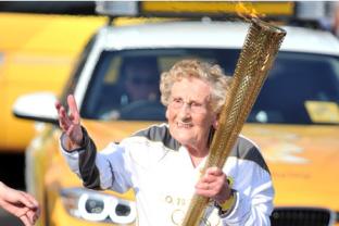 Jean Bishop cargó la antorcha olímpica durante su paso por su ciudad natal en 2012 . Foto: hulldailymail.co.uk