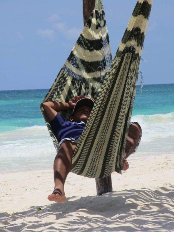 Siesta en hamaca - Foto by Mike Kellerman Hernandez