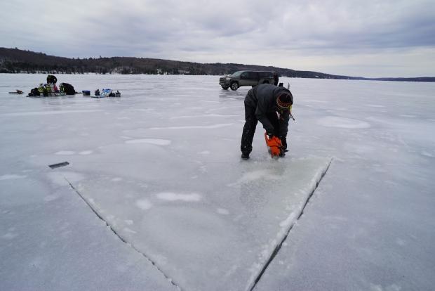 צלילה מתחת לקרח Photo: CBCNEWS