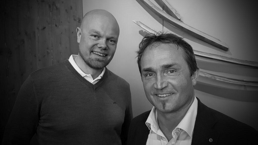 Hans-Olav Holtermann Eriksen (t.v.) og Tor Petter Christensen er to av dem som i dag driver verdens nordligste whiskydestilleri.