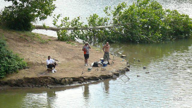 pescadores deportivos en el río Mononghela, West Viginia