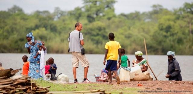 Rio Gambia, gambianos y turista