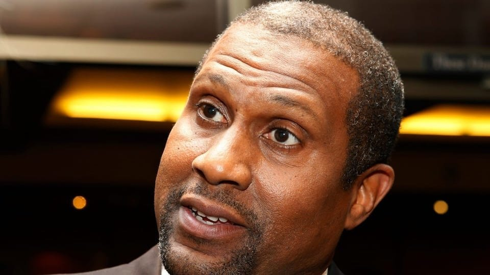 Tavis smiley dating noen