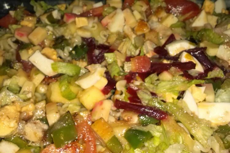 Ensalada variada con un toque de manzana y vinagre de frambuesa.