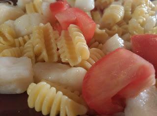 Ensalada de pasta con panga.