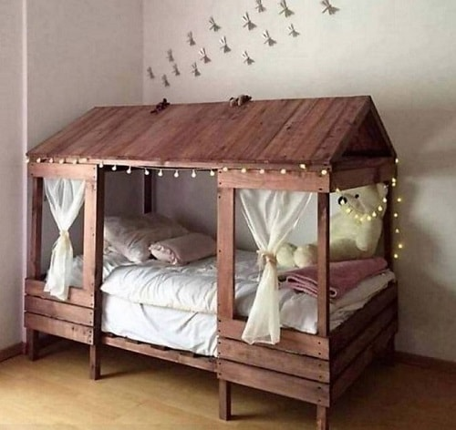 20+ Most Inspiring Wood Pallet Bedroom Ideas You Have To Try on Pallet Bedroom Design  id=49660