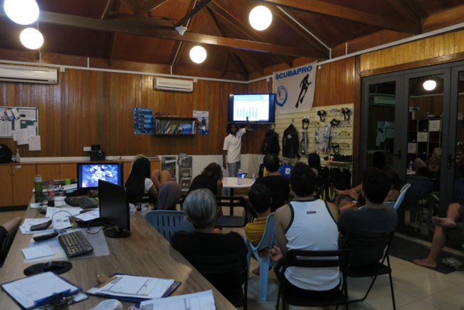 Alvin from Reef Check Malaysia giving the volunteers a talk on coral reefs