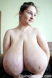 hitomi boobs