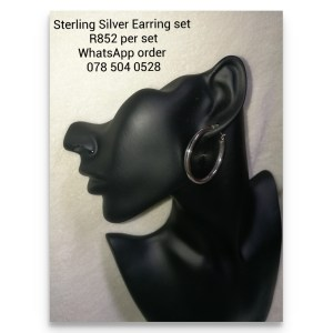 925 sterling Silver Earrings - Statement XL Hoops Price per 1 pair of earrings Hoop Diameter 38mm - clip in All prices excludes national nominal door-to-door delivery fee Although some earrings might be similar size price is determined on weight as well as manufacturer although all our products are manufactured from the best quality 925 Sterling Silver.