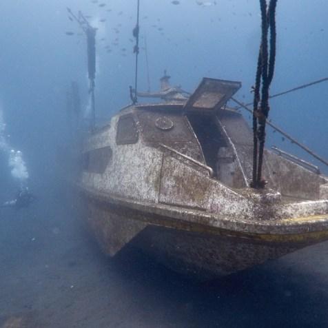 Новый затонувший катер в Амеде