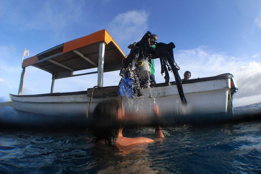 Underwater Strip - Get naked underwater