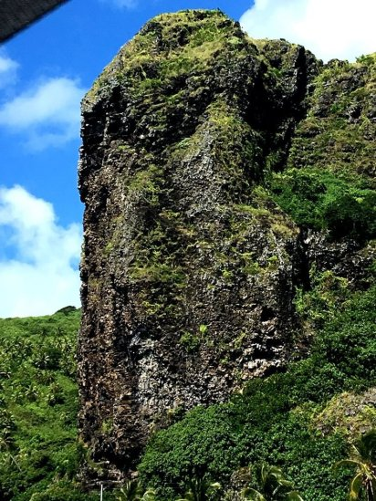 vorbei an Felsen