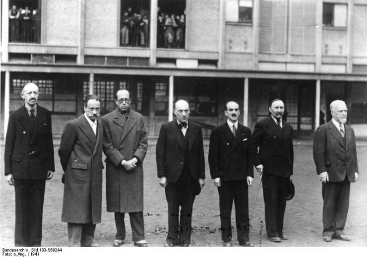 Gripna judiska advokater i koncentrationslägret Drancy 1941. Fr.v.: Weill, Valensi, Azoulay, Ulmo, Cremieux, Eduard Bloch och Pierre Mas