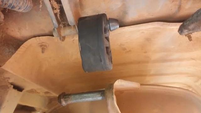 installing exhaust rubber bushings