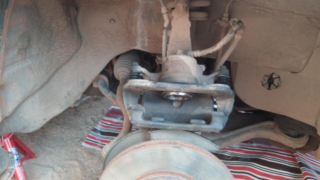 Removing calliper piston