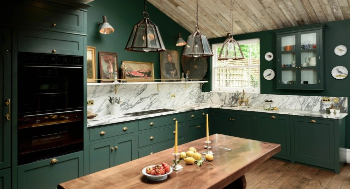 Deep Lush Green Kitchen Cabinet Idea