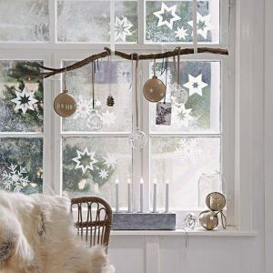 12 elegant christmas window decor ideas - Diy Christmas Window Decorations