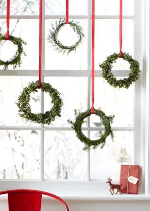 12 elegant christmas window decor ideas diy christmas christmas window decoration idea wreat solutioingenieria Gallery