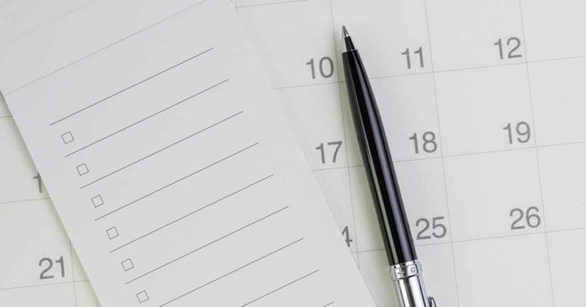 checklist and calendar representing college recruiting checklist