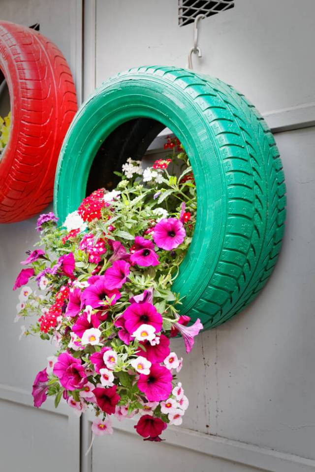 amazing haning tire planter DIY
