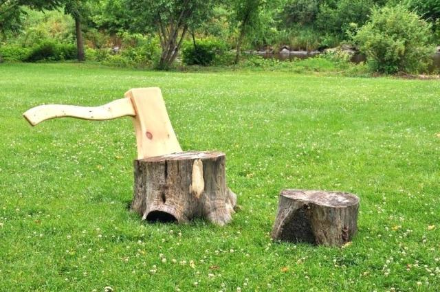 tree-stump-chair-an-axe