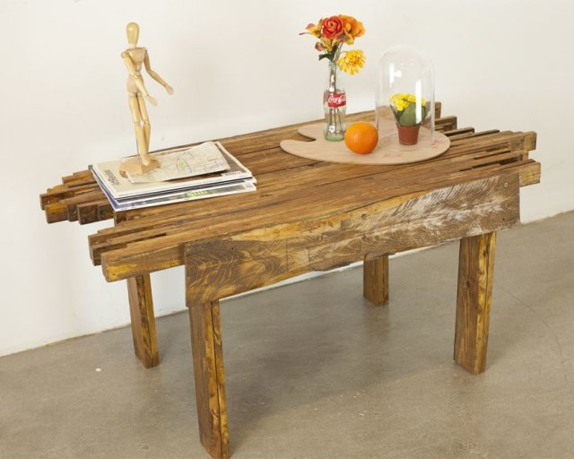 DIY pallet table design