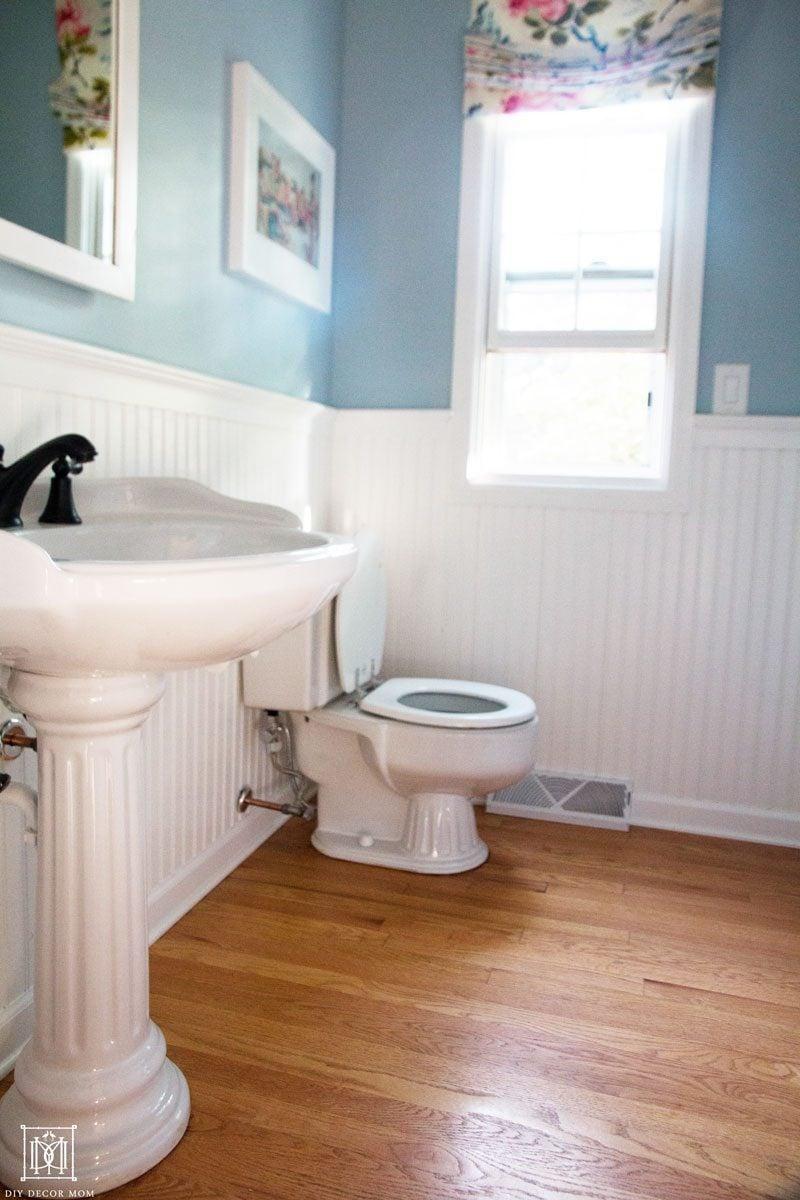 9 Ways to Make a Small Bathroom Look Bigger - DIY Decor Mom on Small Bathroom Ideas id=77652