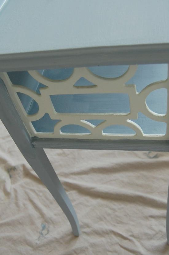 Vintage table makeover with chalk style paint