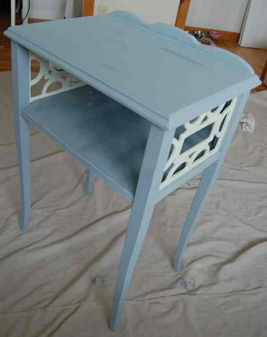 How to distress a table using chalk style paint
