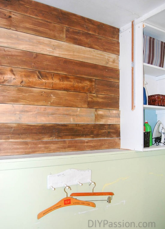How to create a rustic plank wall with old fence boards