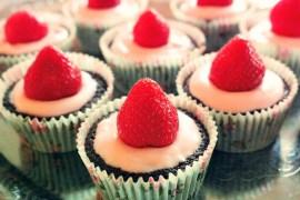 choklad och jordgubbscupcakes