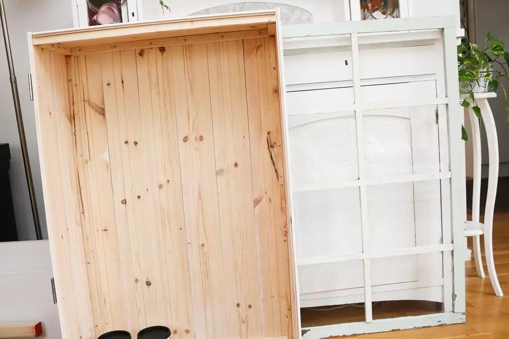 Bygga skåp av gammalt fönster