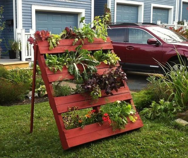 DIY Garden Idea For Decorating Inexpensively   DIY to Make on Diy Garden Decor  id=80730