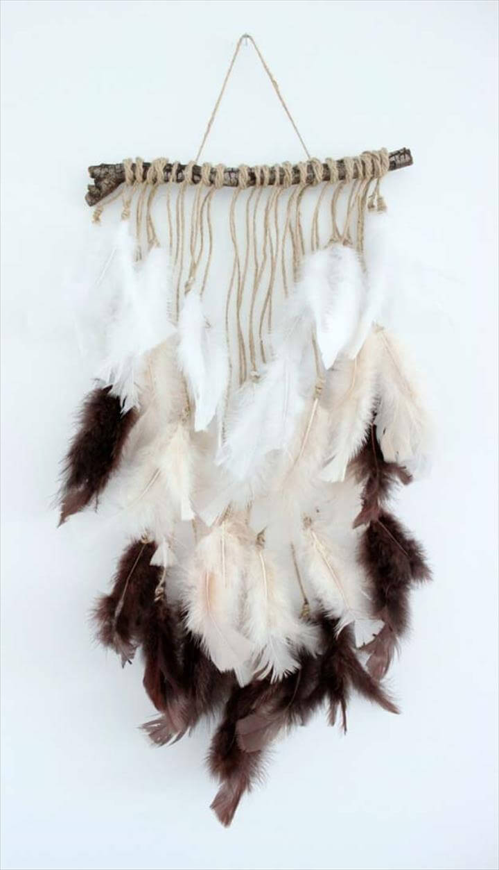 25 Best DIY Feather Project Ideas | DIY to Make on Picture Hanging Idea  id=93338