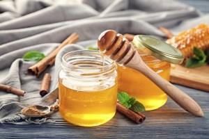 Treating Cheeks Pimples Using Cinnamon and Honey