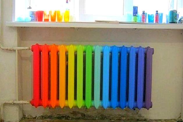 Farklı renklerde pil bölümleri
