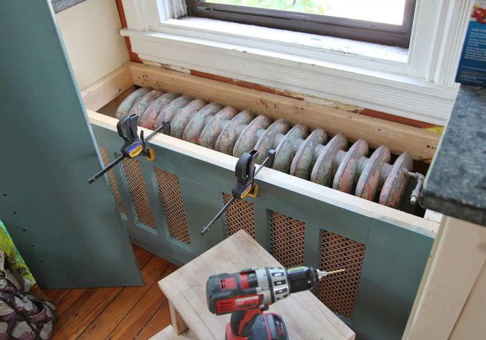 Dekoratif ısıtma panelini sabitleme