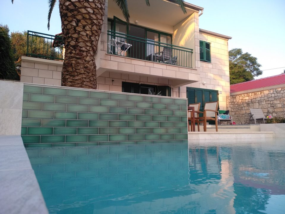 Detalj zida bazena