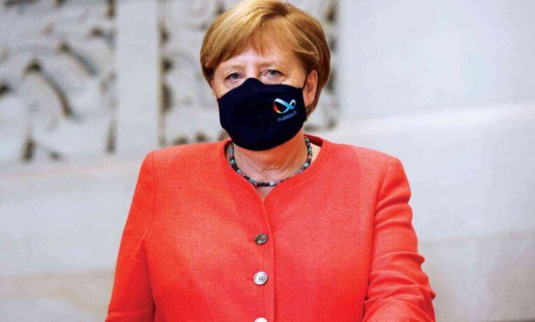 صورة المستشارة الألمانية أنجيلا ميركل: شهاة التطعيم ستكون بمثابة جواز سفر