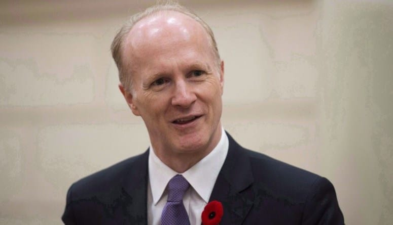 صورة جرعة لقاح كورونا تتسبب في إستقالة مسؤول كندي من منصبه