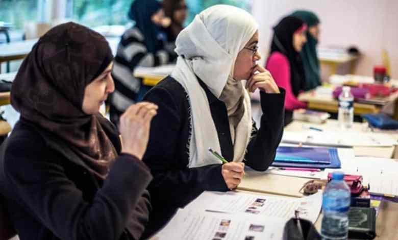 صورة 52 بالمائة من طلاب المدارس في فرنسا يؤيدون ارتداء الحجاب