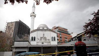 صورة 5 اشخاص يتعرضون للطعن داخل مسجد بالبانيا