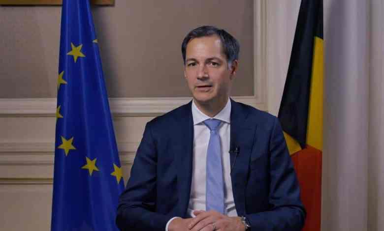 صورة رئيس الوزراء البلجيكي يفتح النقاش حول ارتداء الكمامة