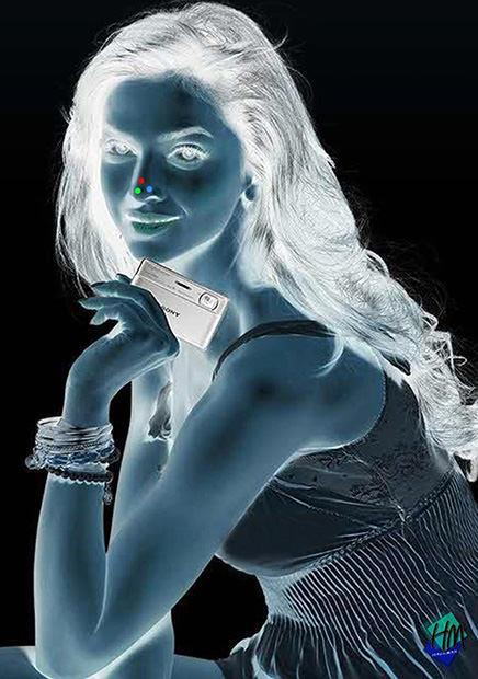 Optical illusion: Girl in inverted colors