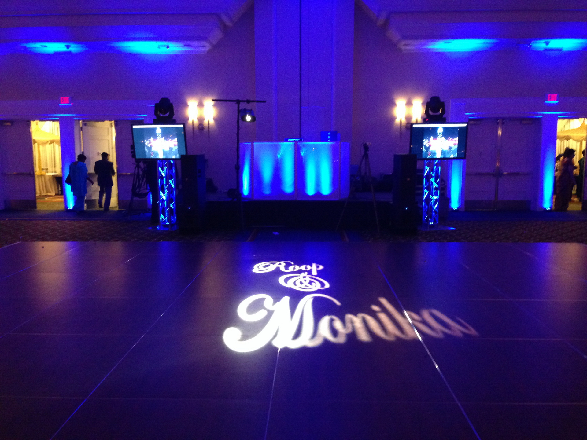 Dj Monu Lightning a screens 3