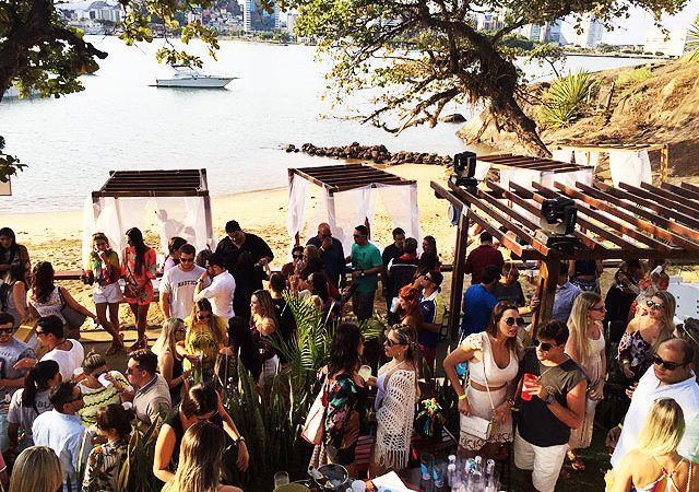 Nook_Beach_Club_em_moving