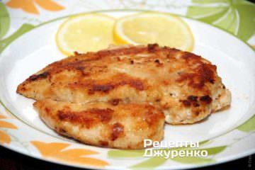 Отбивная из куриного филе жареная в панировке — пошаговый ...