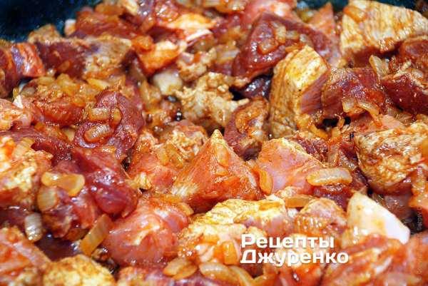 Пёркёльт - густое венгерское мясное блюдо со сладкой паприкой