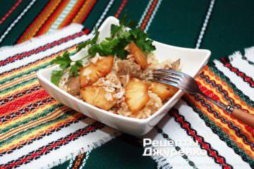 Куриные бедрышки в духовке с ананасом и под сыром