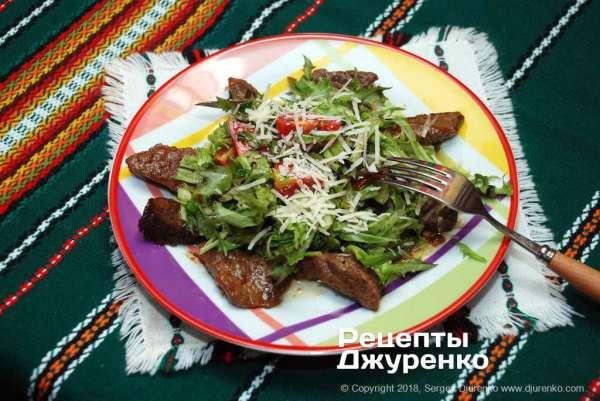 Говядина с салатом — обжаренное мясо с салатными листьями